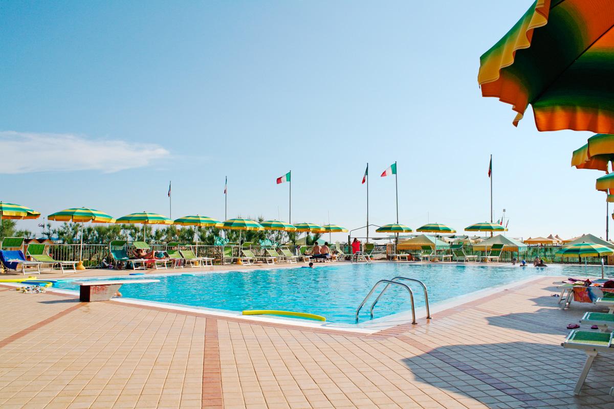 Bagno Teresa - Stabilimento Balneare con Piscina Viareggio