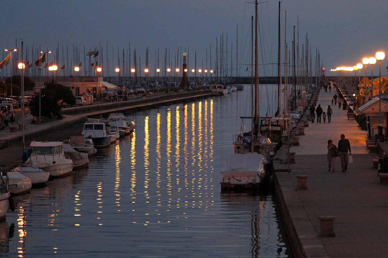 Bagno teresa stabilimento balneare con piscina viareggio - Bagno amedea viareggio ...